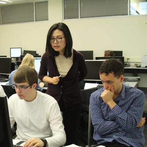 Dr Hyunju Kim Teaching Students In Computer Science Class