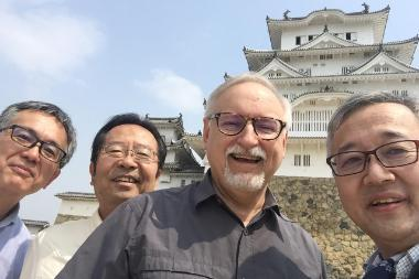 group photo outside Hemeji Castle Japan