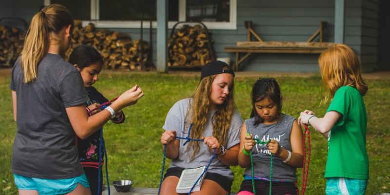 campers learning how to tie knots at honeyrock