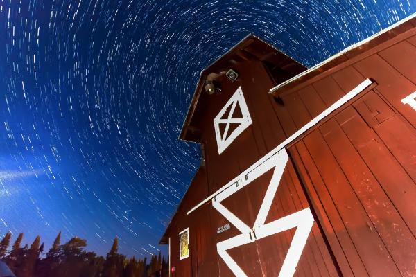 Slow exposure stars with red barn
