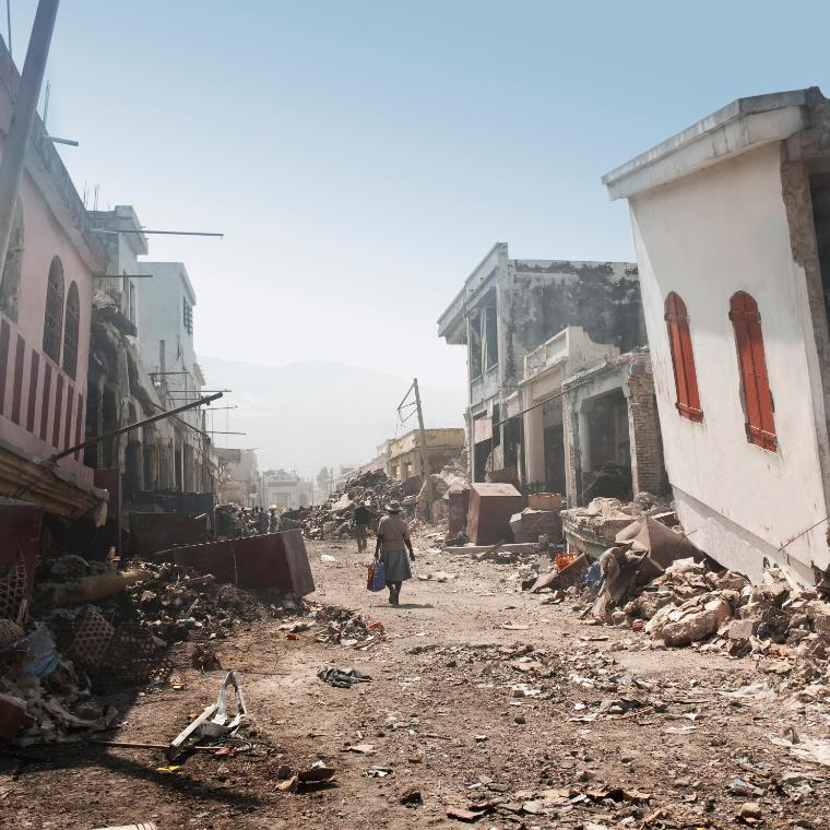 Earthquake disaster knocks down buildings