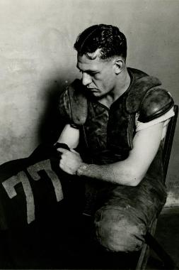Red Grange and jersey 253x380